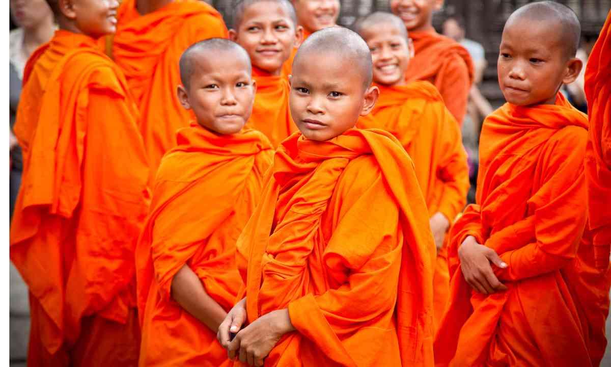 Novice monks, Angkor Wat (Shutterstock)
