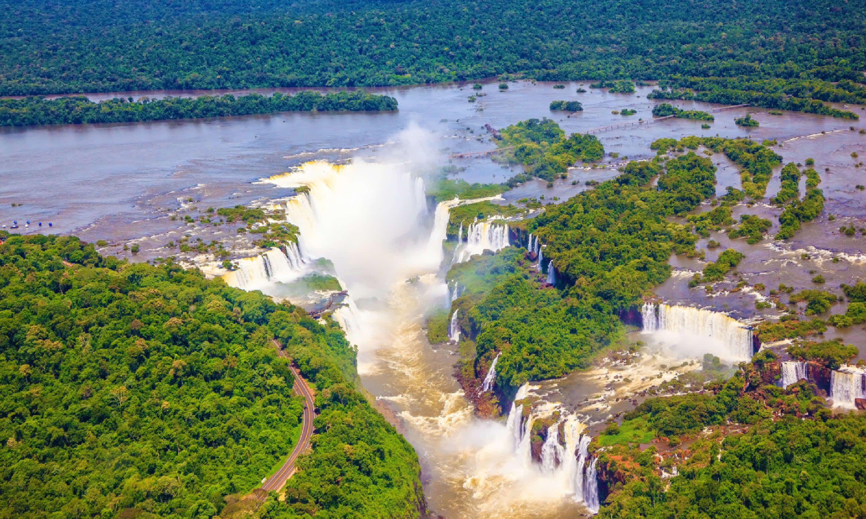 Devil's Throat - largest waterfall of Iguazu Falls (Shutterstock)