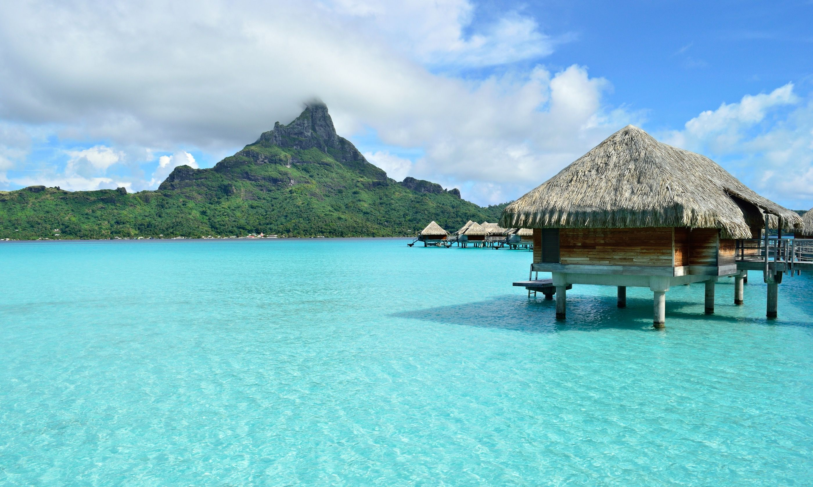 Overwater bungalow in Bora Bora (Dreamstime)