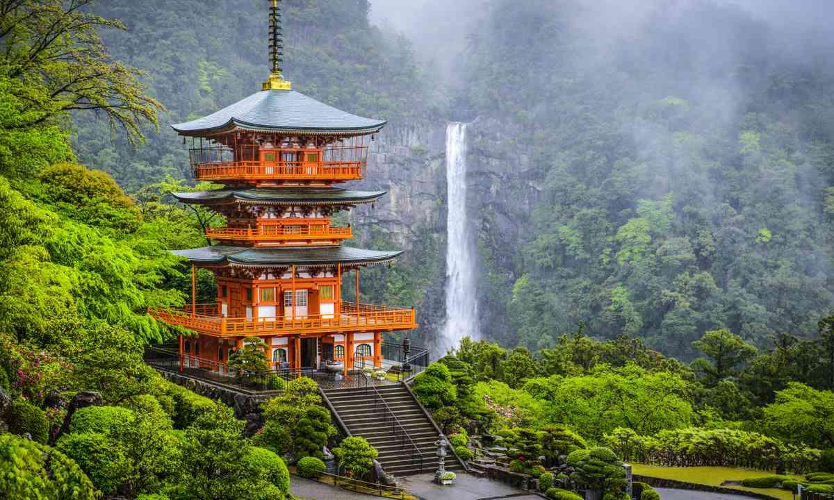 Nacho Falls, Japan (Shutterstock)