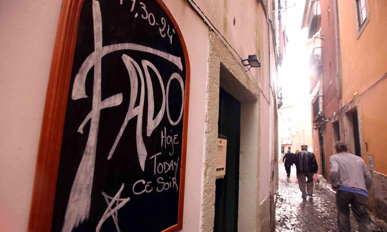 Fado club in Alfama (Dreamstime)