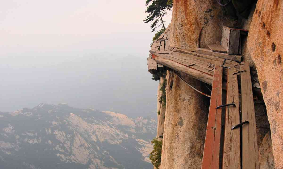 Pathway on Mount Hua Shan in Shaanxi province (Dreamstime)