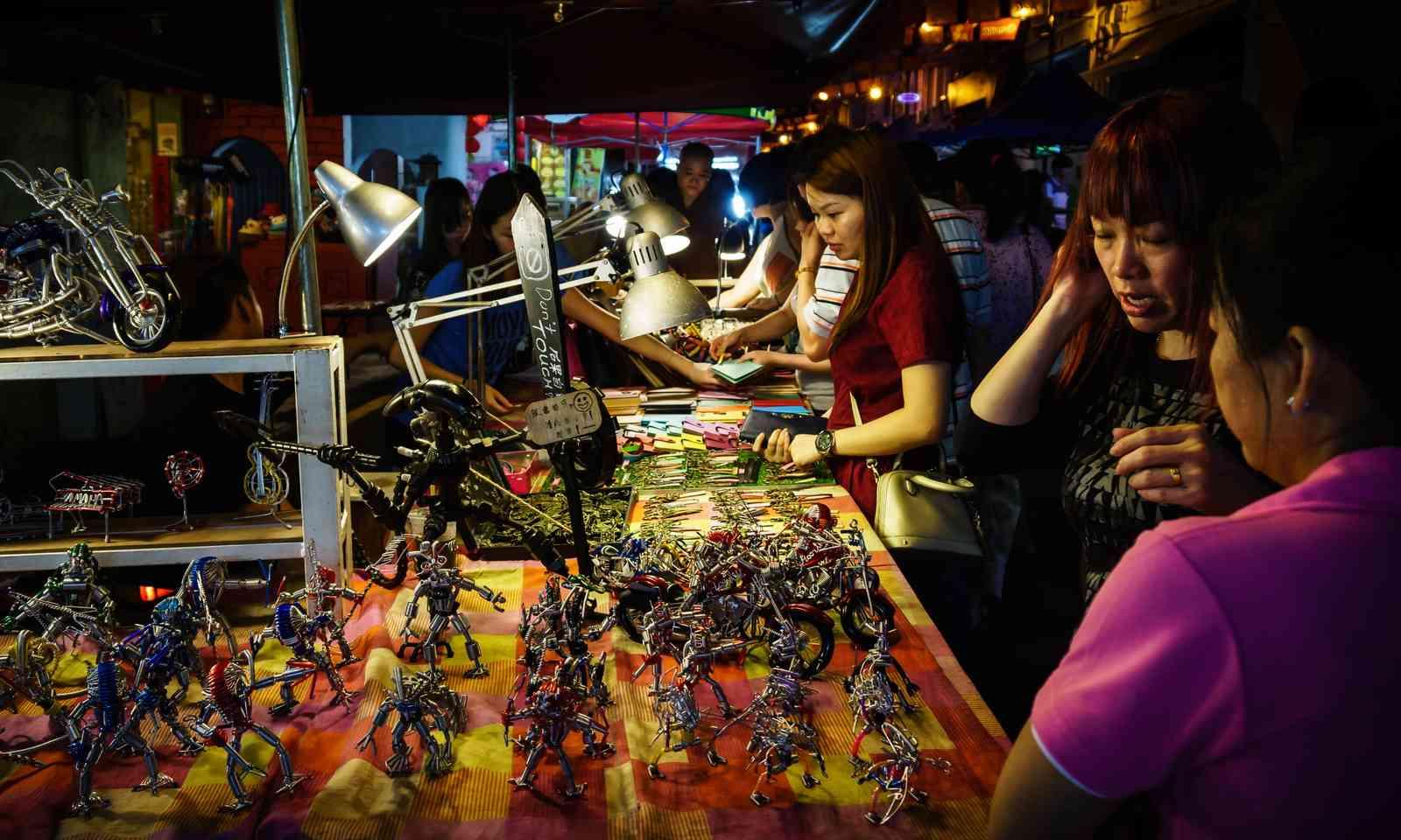 Night market in Malaysia (Dreamstime)