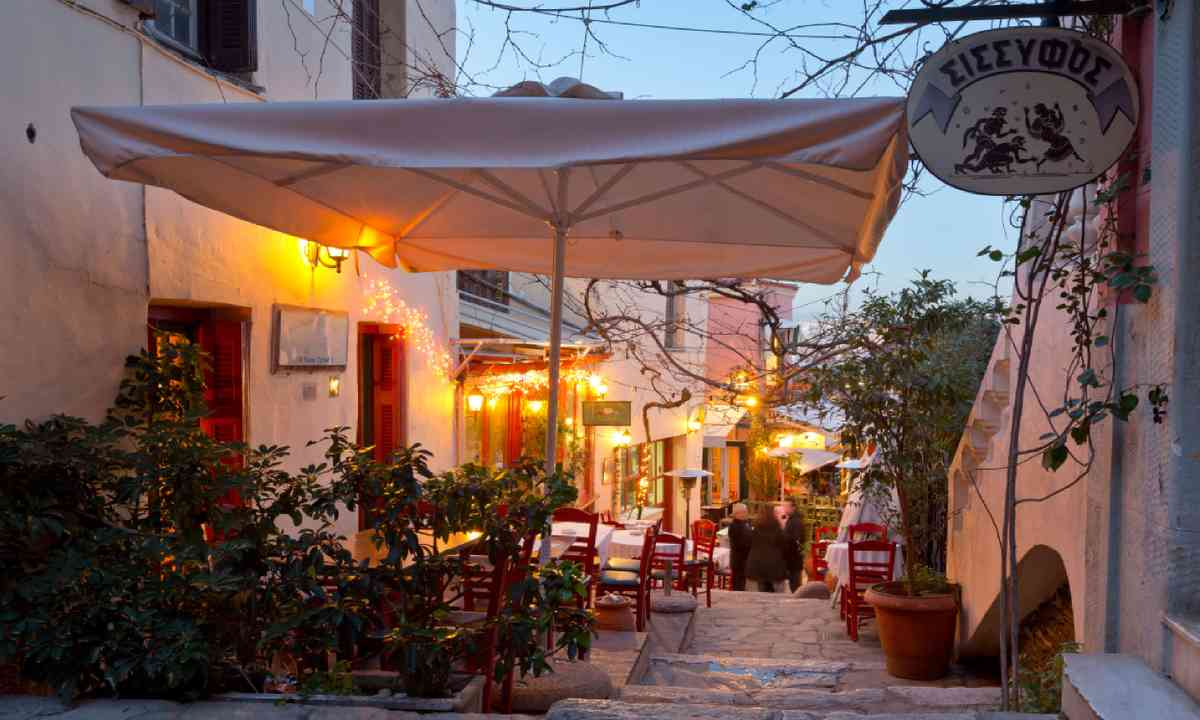 Restaurants in Plaka (Shutterstock)