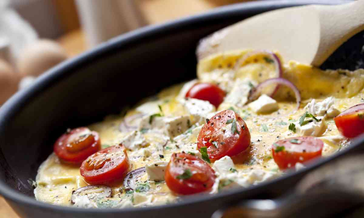 Cooking an omelette for breakfast (Dreamstime)
