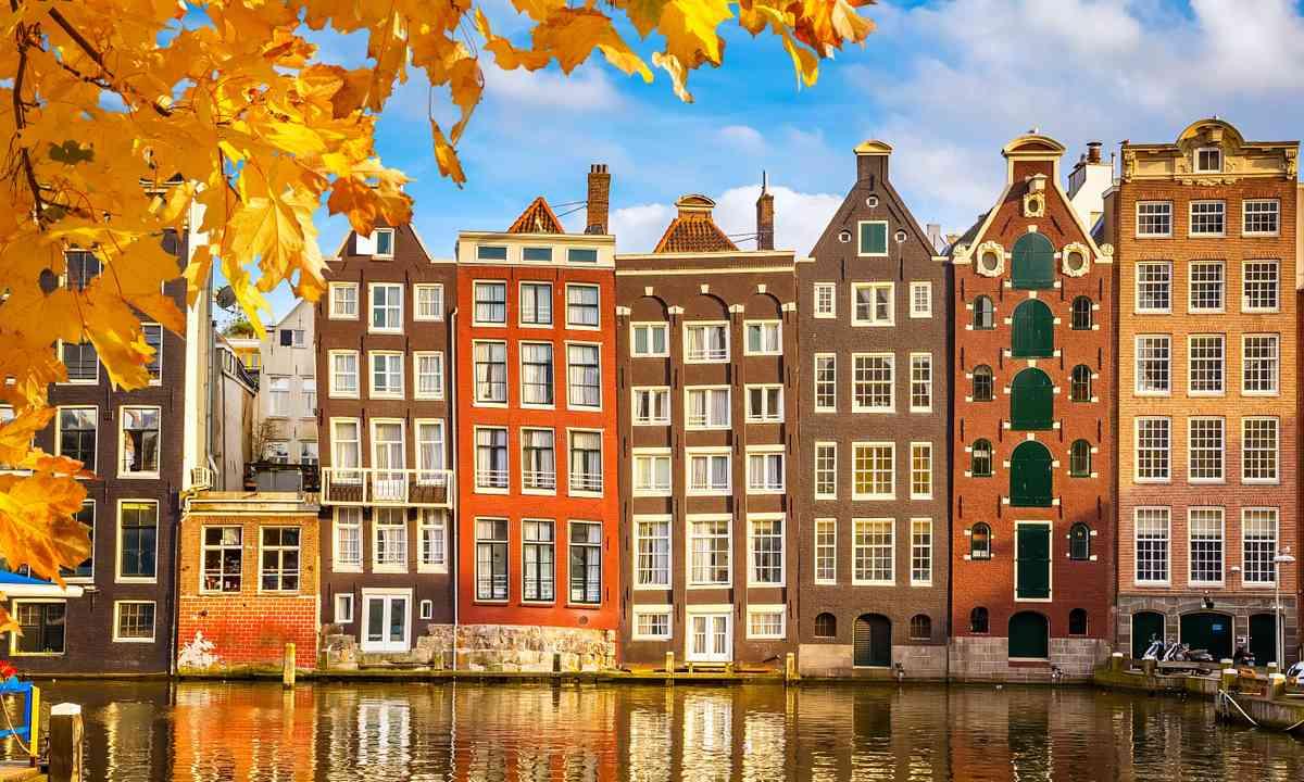 Traditional buildings, Amsterdam (Shutterstock.com)