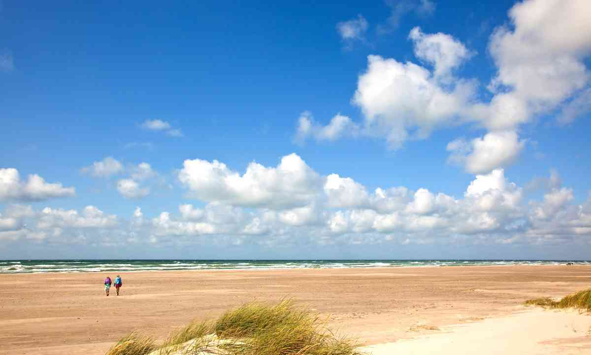 Hiking along the Danish coast (Dreamstime)