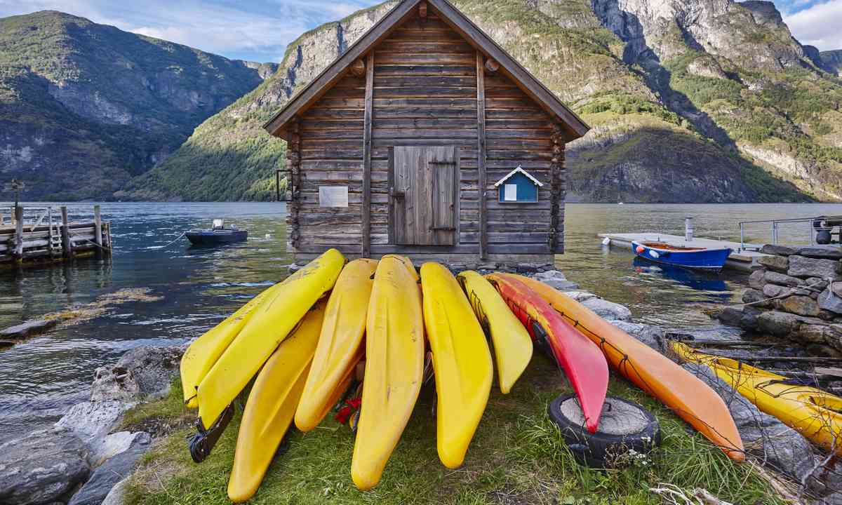 Canoeing in Norway's fjords (Dreamstime)