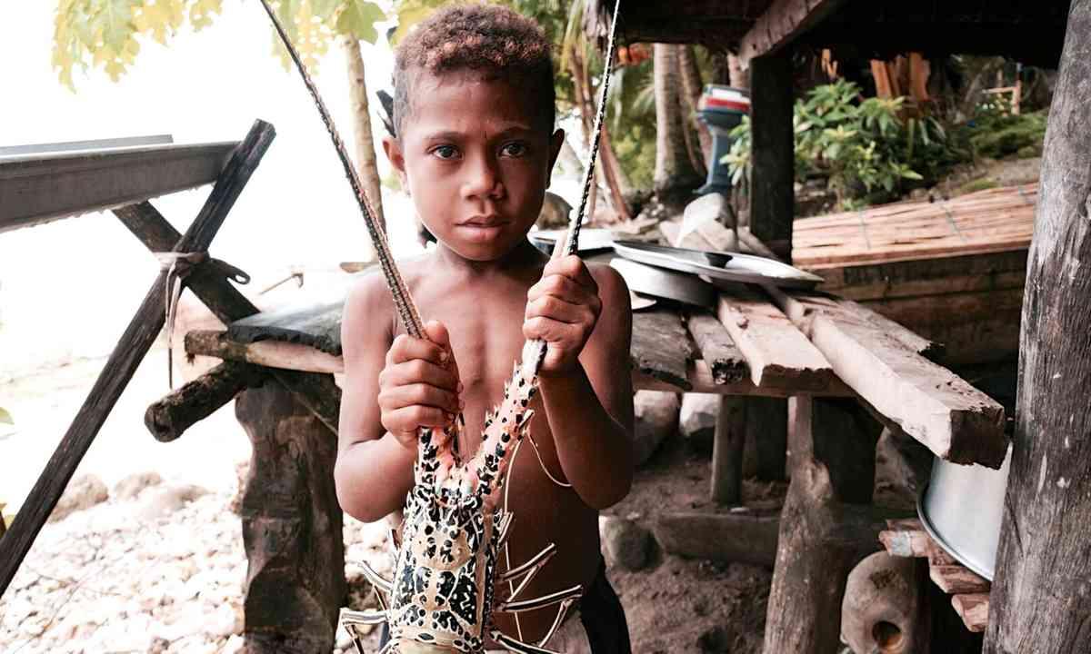 Boy holding lobster (Olga Nikolskaya)