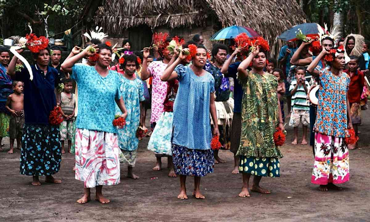Dancing women in PNG (Olga Nikolskaya)