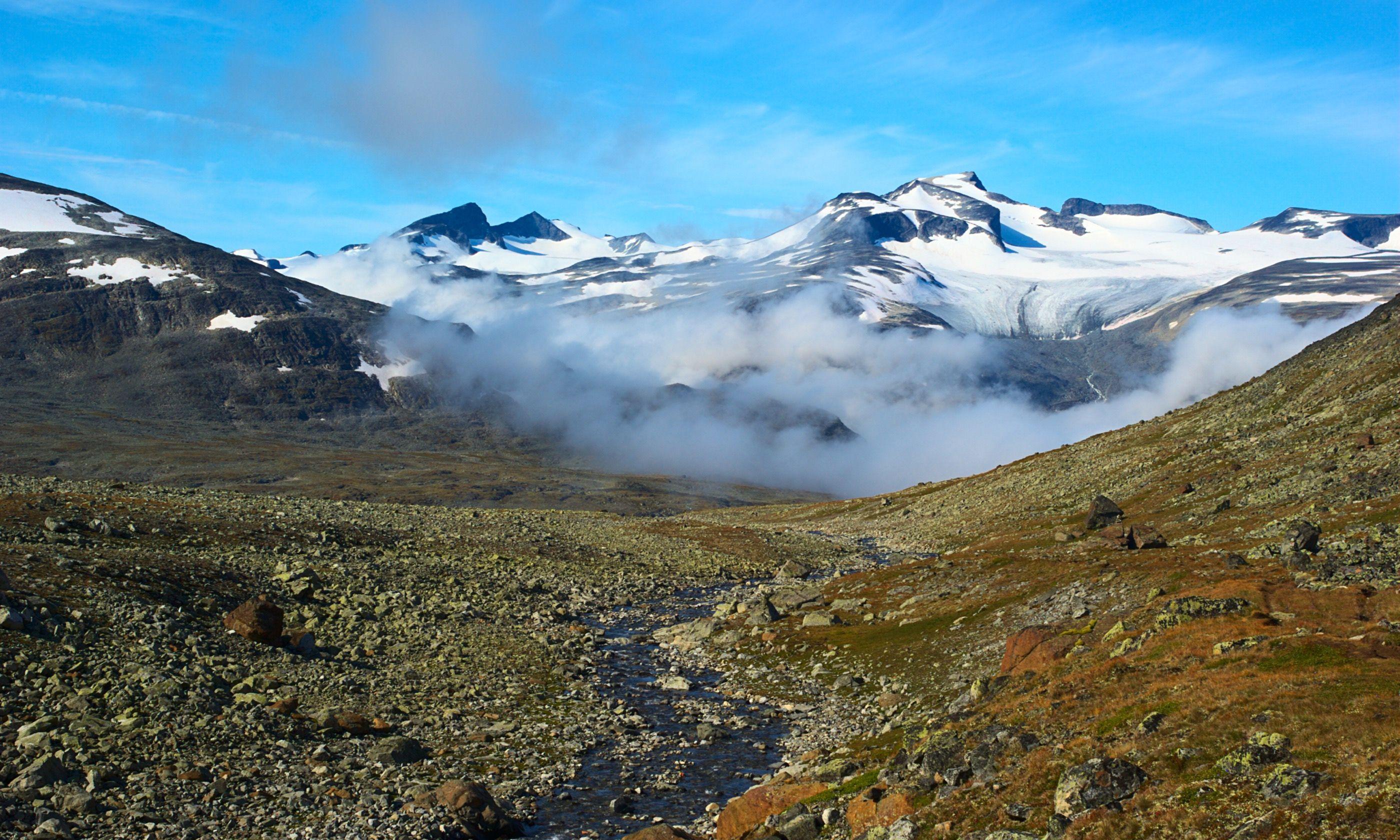 Looking towards Galdhopiggen (Dreamstime)