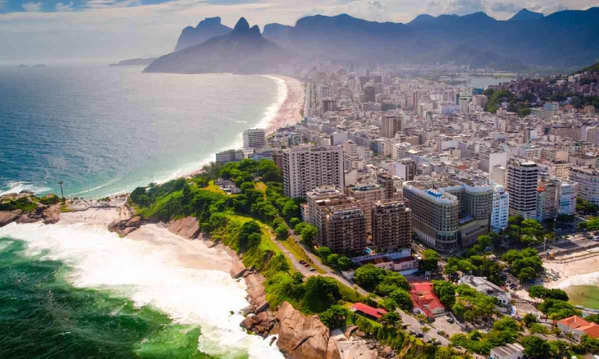 Copacabana Beach, Rio de Janeiro (Shutterstock)
