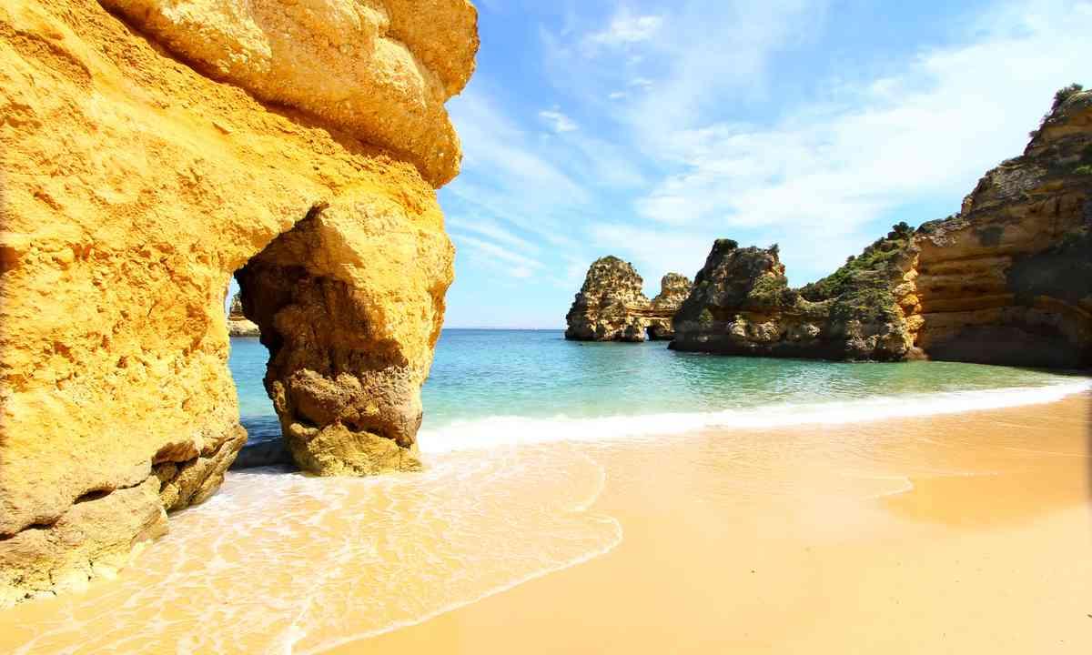 Rocky beach, Lagos, Portugal (Shutterstock.com)