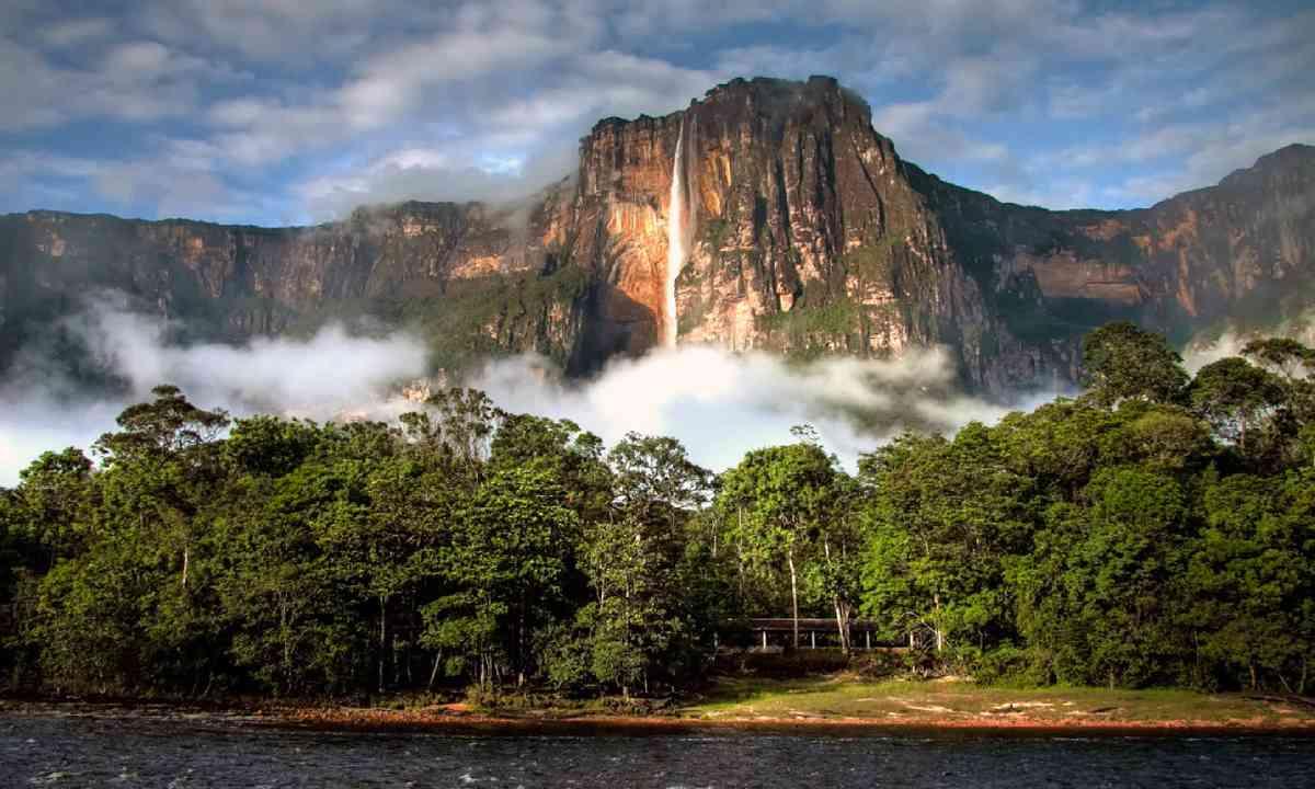 Angel Falls in morning light (Shutterstock)