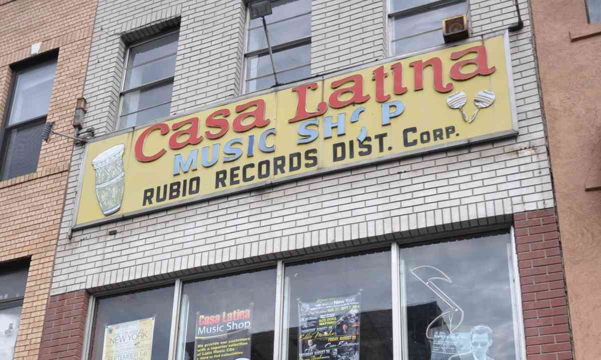 Casa Latina Music Store (Julia Hammond)
