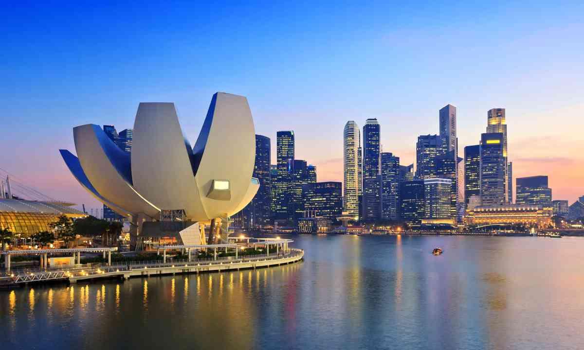 Singapore skyline (Shutterstock.com)