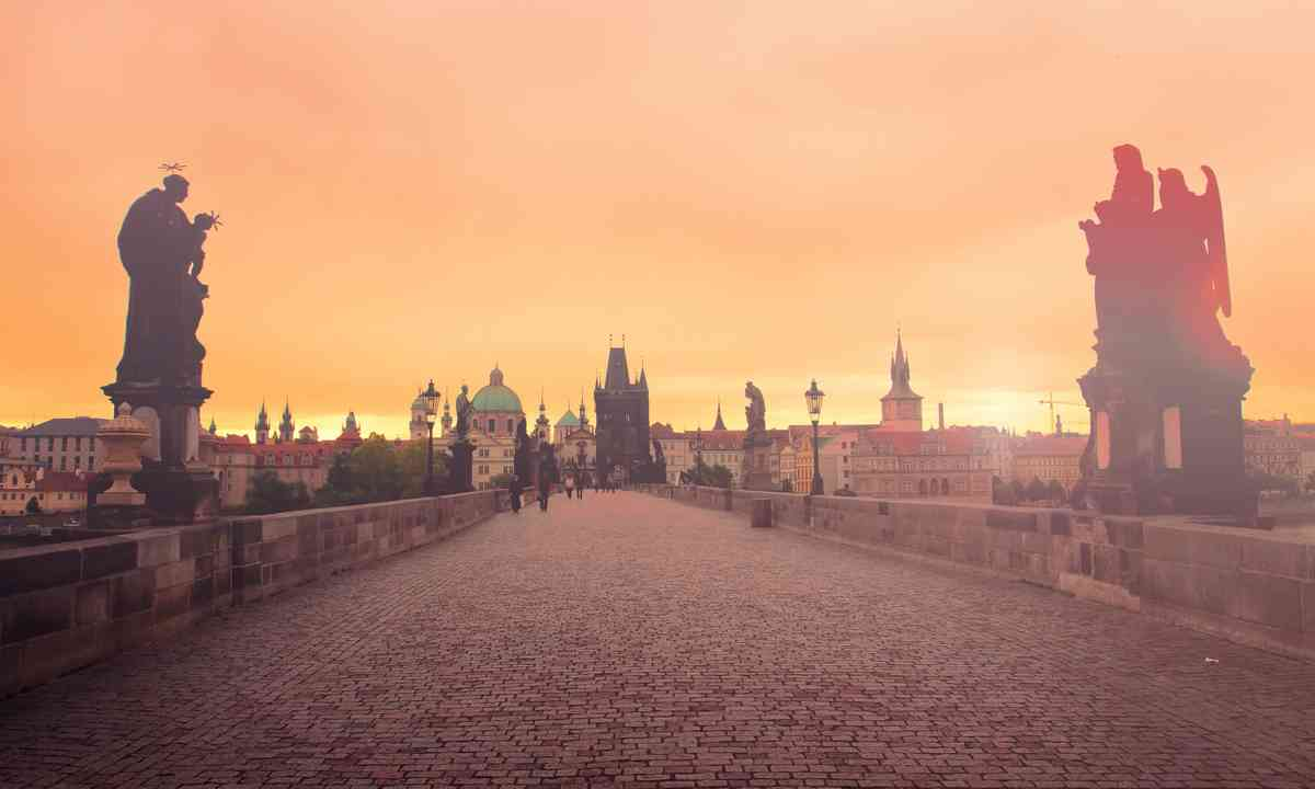 Charles Bridge at dawn (Shutterstock.com)