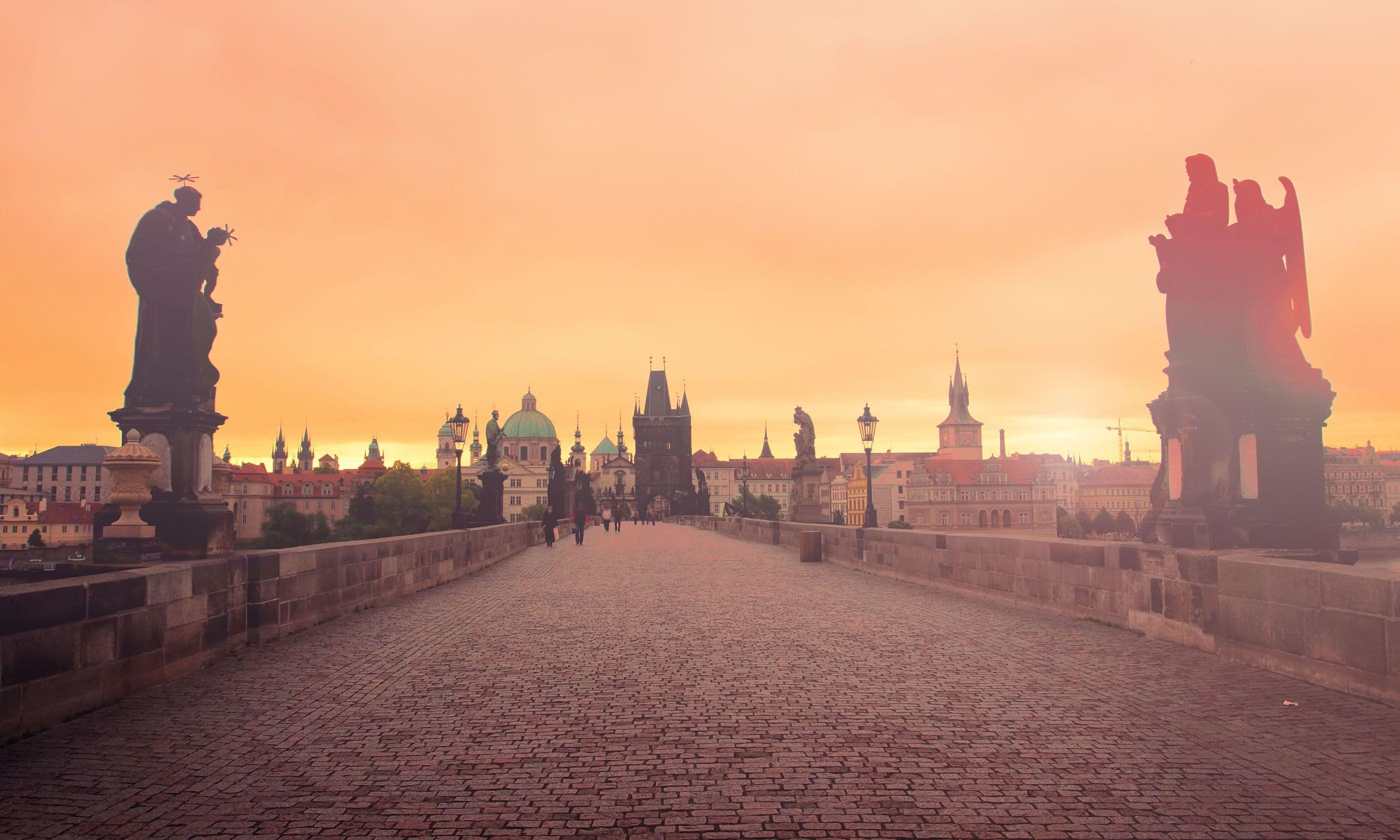 Charles Bridge at dawn (Shutterstock.com)