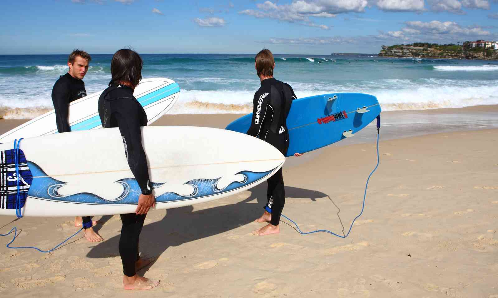 Young Aussies checking out the surf (Dreamstime)