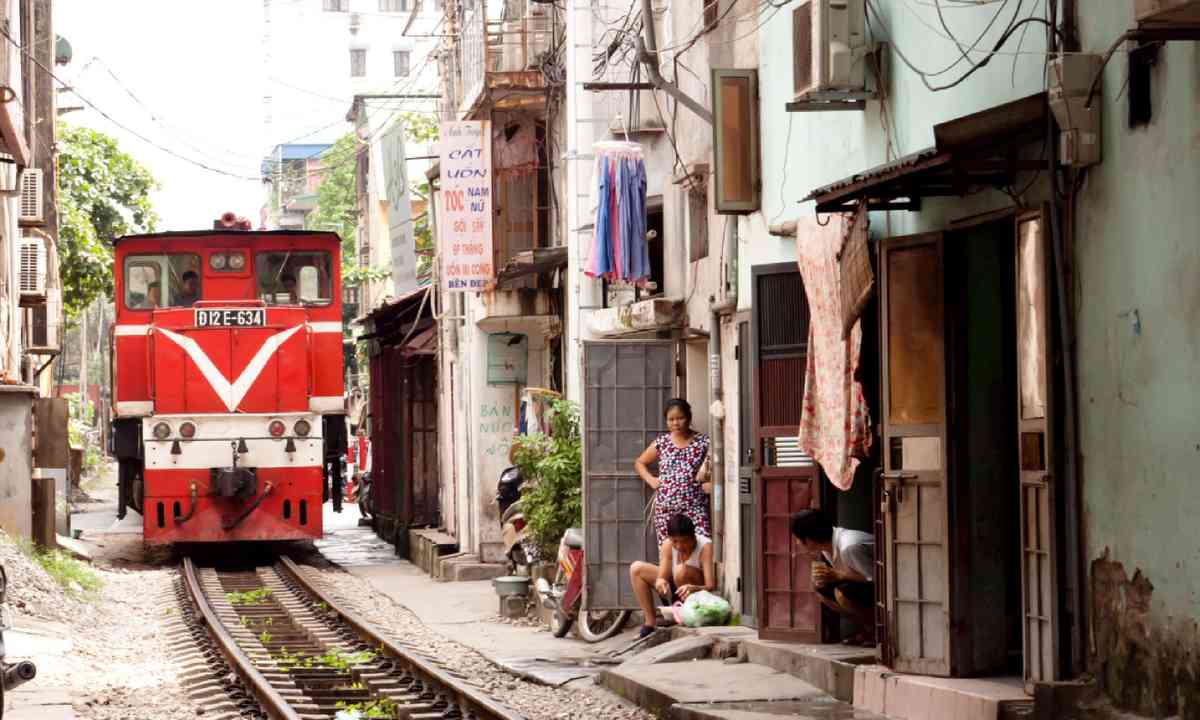 Train passing through Hanoi (Shutterstock)