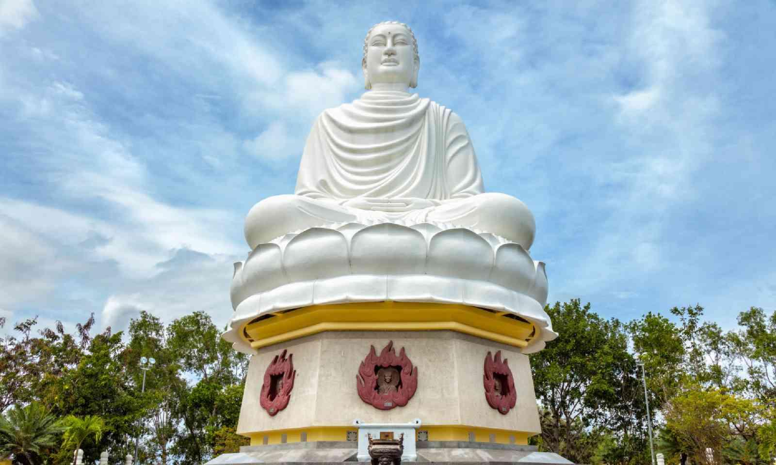 Buddha statue at the Long Son pagoda in Nha Trang (Shutterstock)
