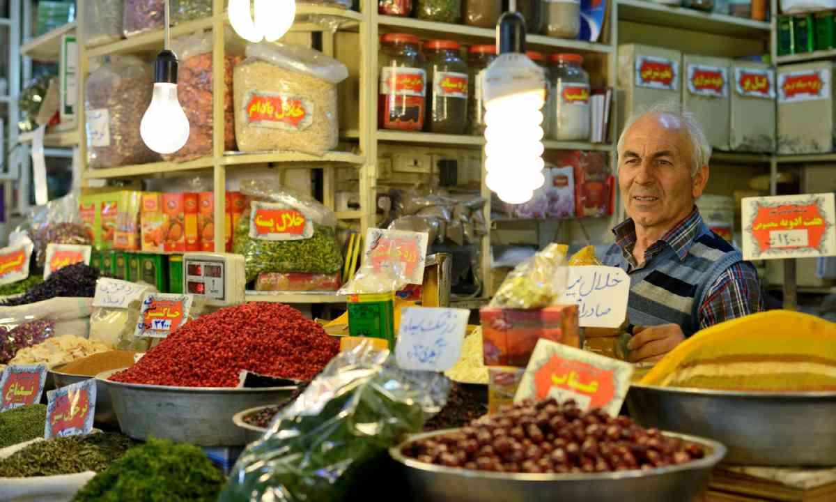 Spice seller, Tehran (Shutterstock)
