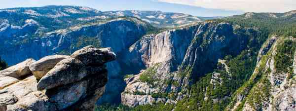 Panoramic view from Glacier Point over Yosemite Valley (Shutterstock)