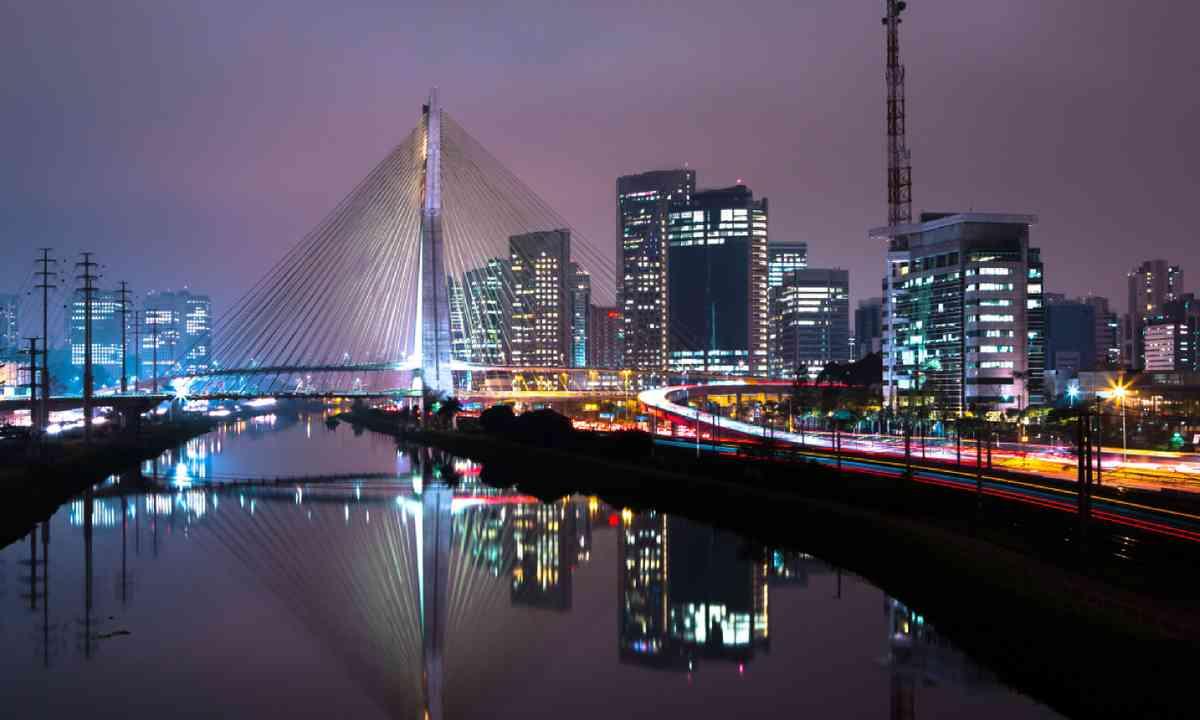 Sao Paulo at night (Shutterstock)
