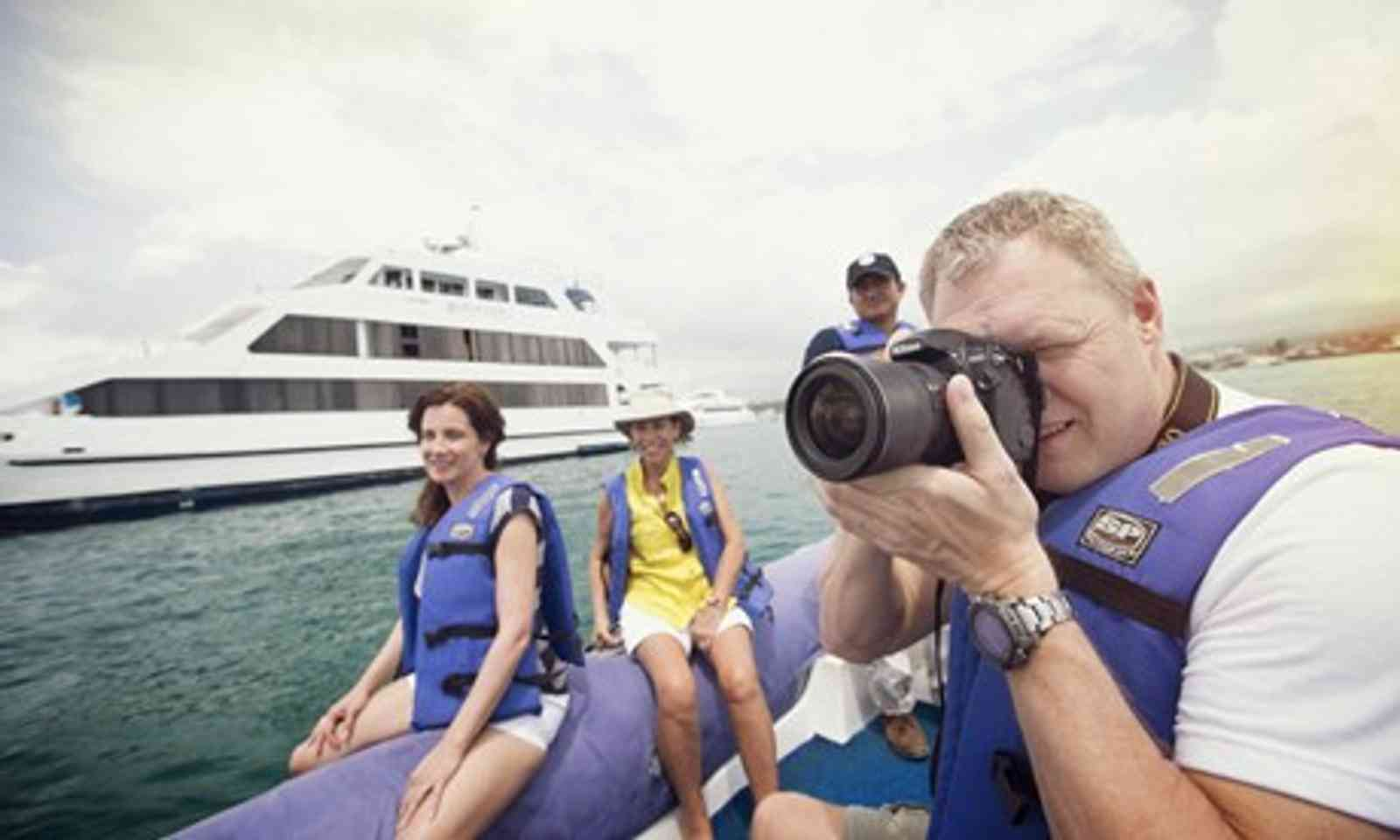 Galápagos — Central, South & East Islands aboard the Queen (Magazine G-!)