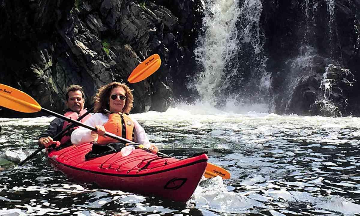 Kayaking in Newfoundland (Simon Chubb)