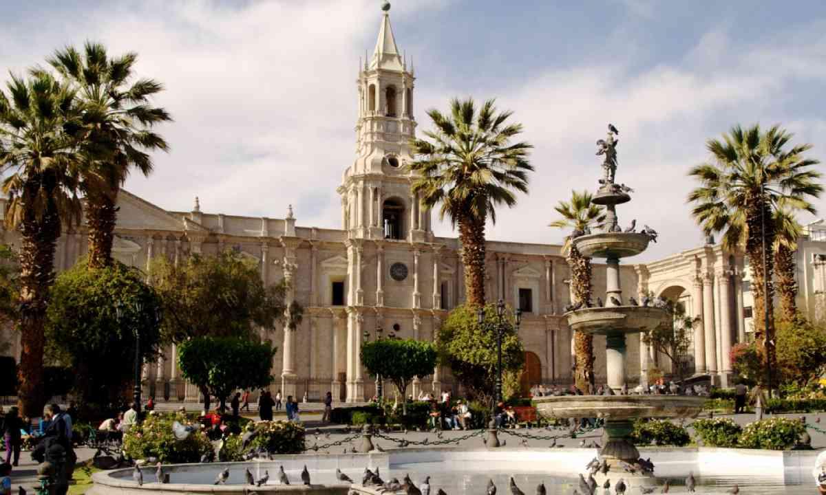 Plaza in Arequipa (Shutterstock)