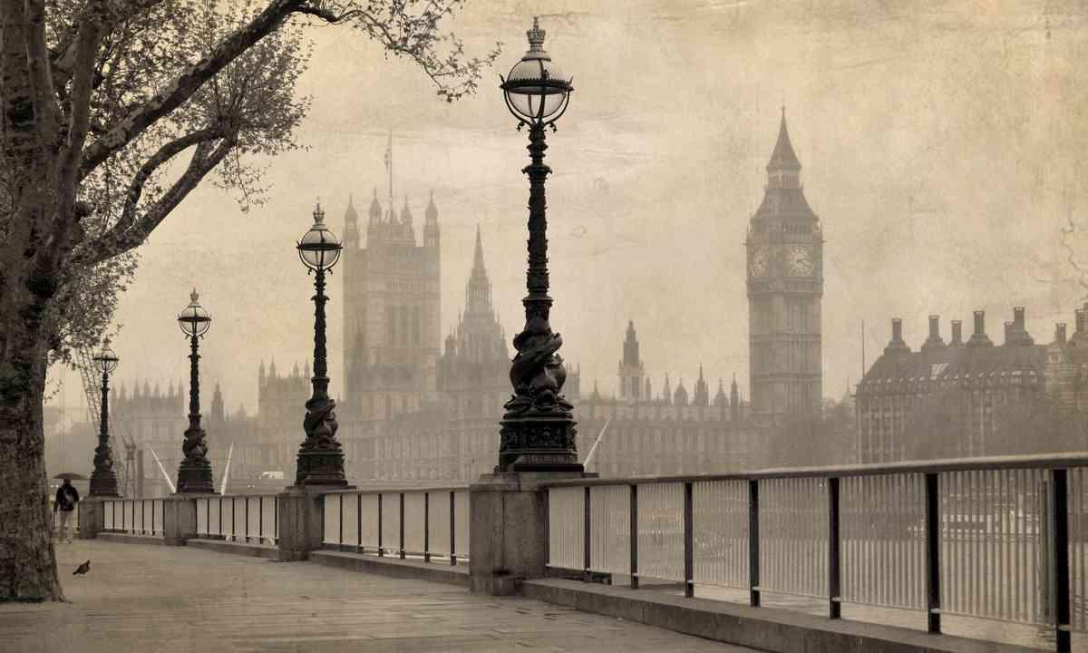 Vintage London (Shutterstock.com)
