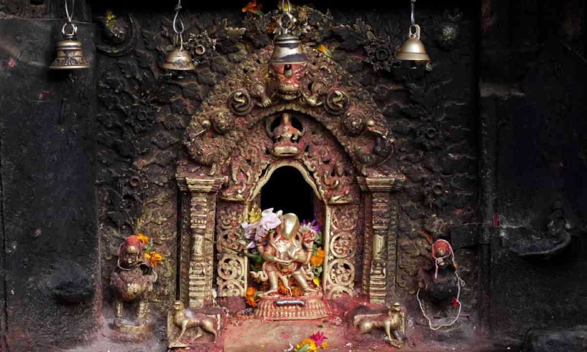 Hindu altar in Bhaktapur, Nepal (Shutterstock)