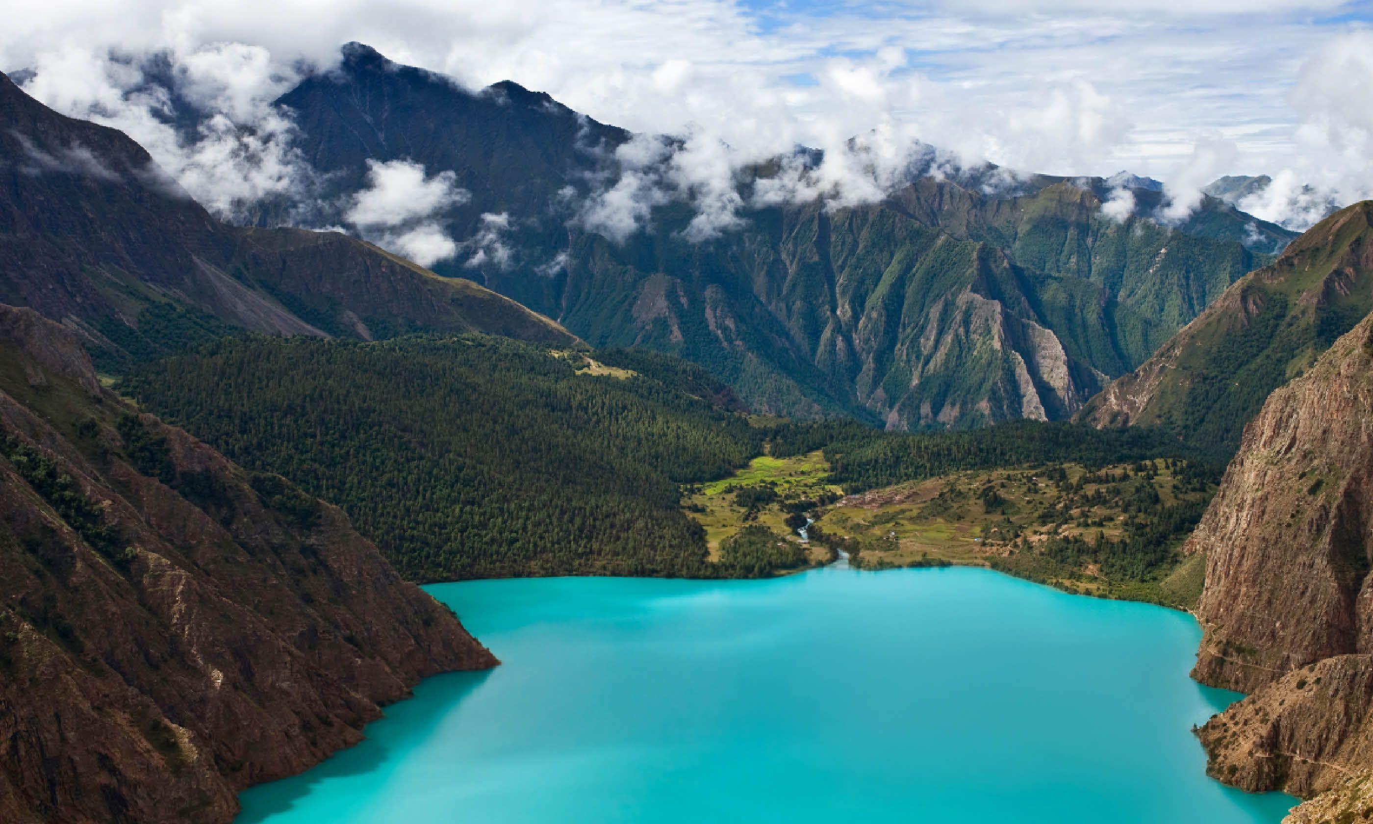Phoksundo Lake (Shutterstock)