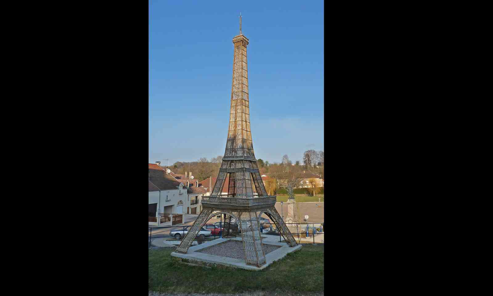 Whicker Tower, France (Ji Elle: Creative Commons Screen Capture 4/2/15)