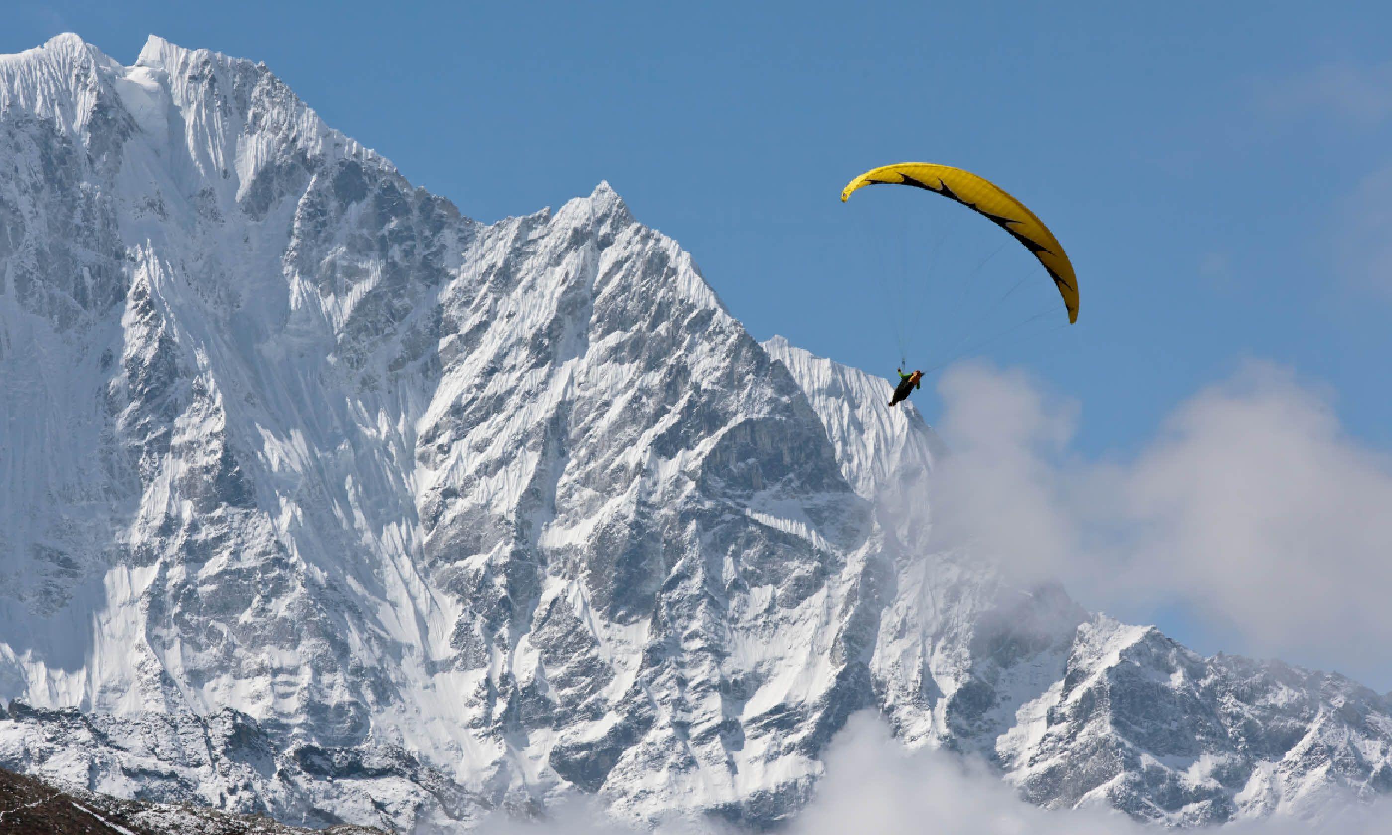 Paragliding over Nepal (Shutterstock)