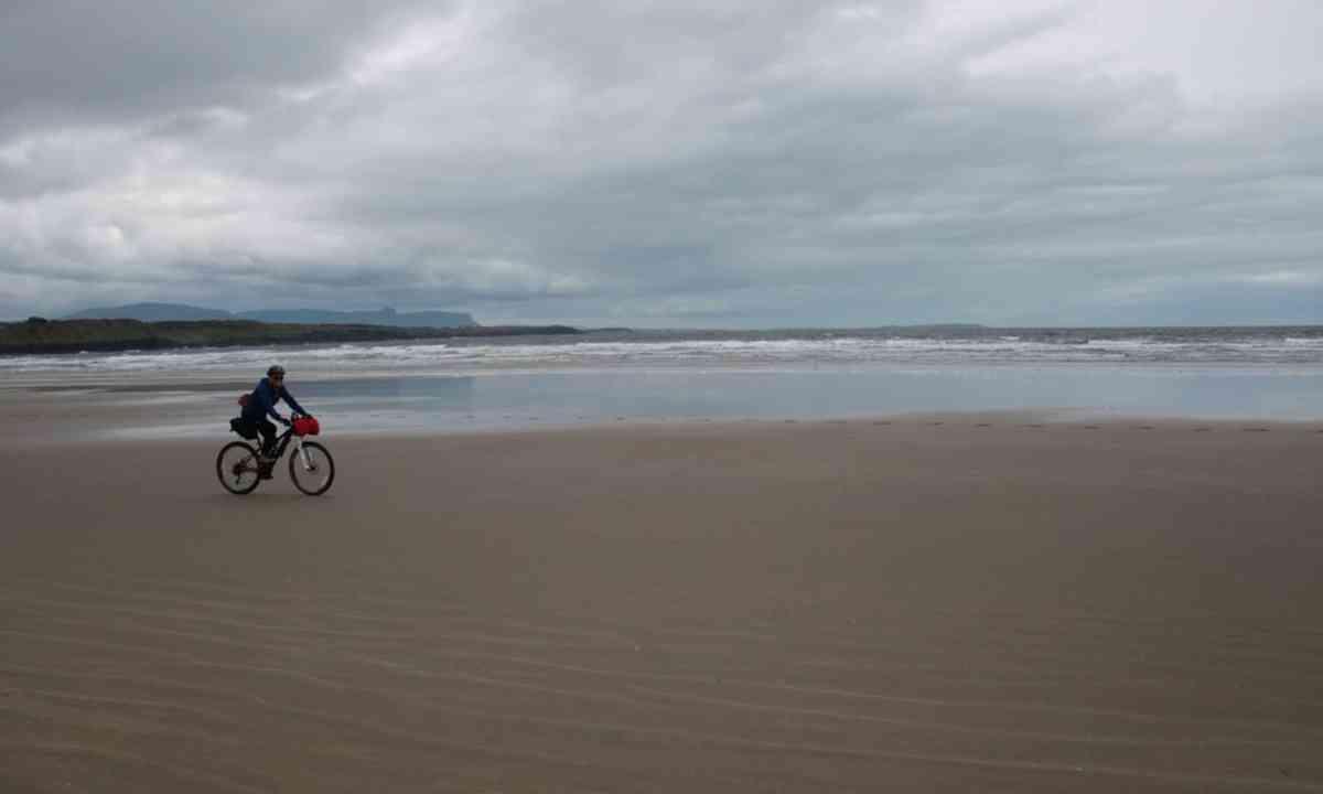 Cycle the beach (FarawayVisions.com)