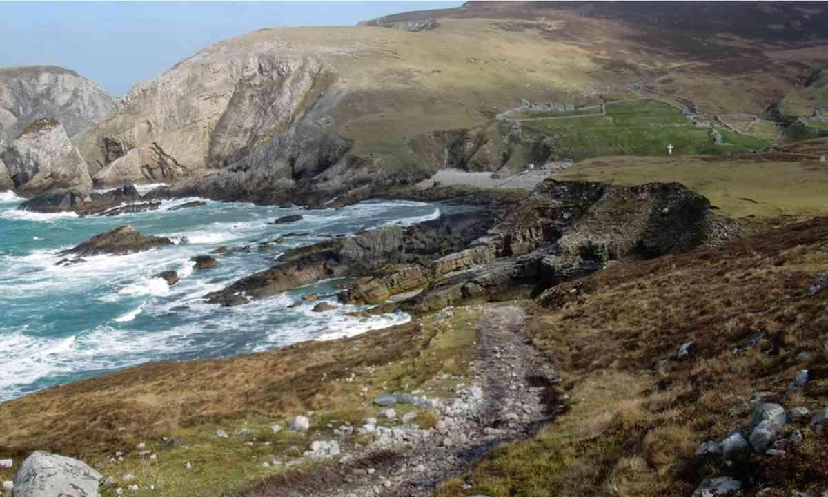 Coastal path (FarawayVisions.com)