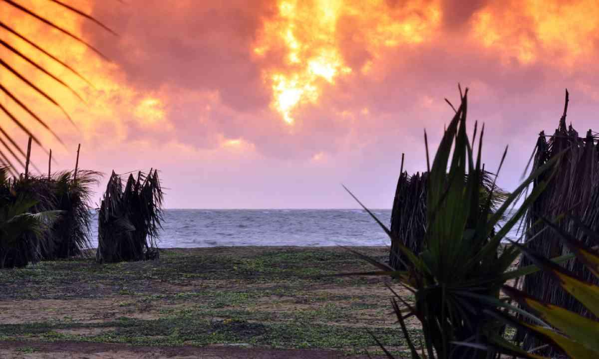 Sunset on Kalpitiya peninsula (Dreamstime)