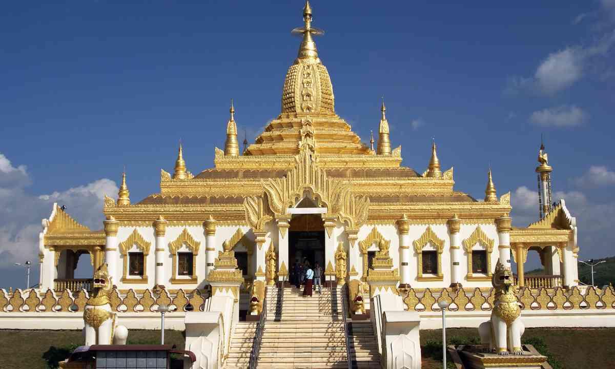 Pagoda at Pyin-u-Lwin (shutterstock.com)