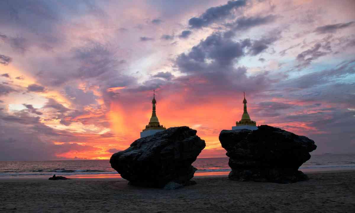 Ngwe Saung beach sunset (Shutterstock.com)