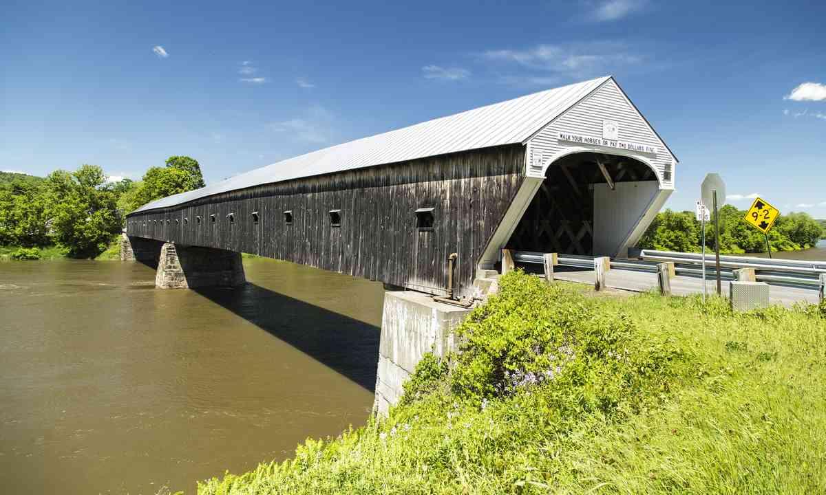 Cornish-Windsor covered bridge (Shutterstock.com)