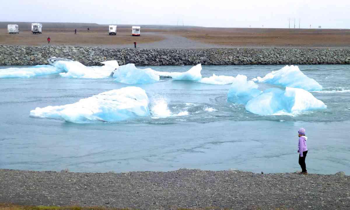 Jokulsarlon icebergs (Peter Moore)