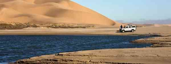 Driving in the Namib Desert (Dreamstime)