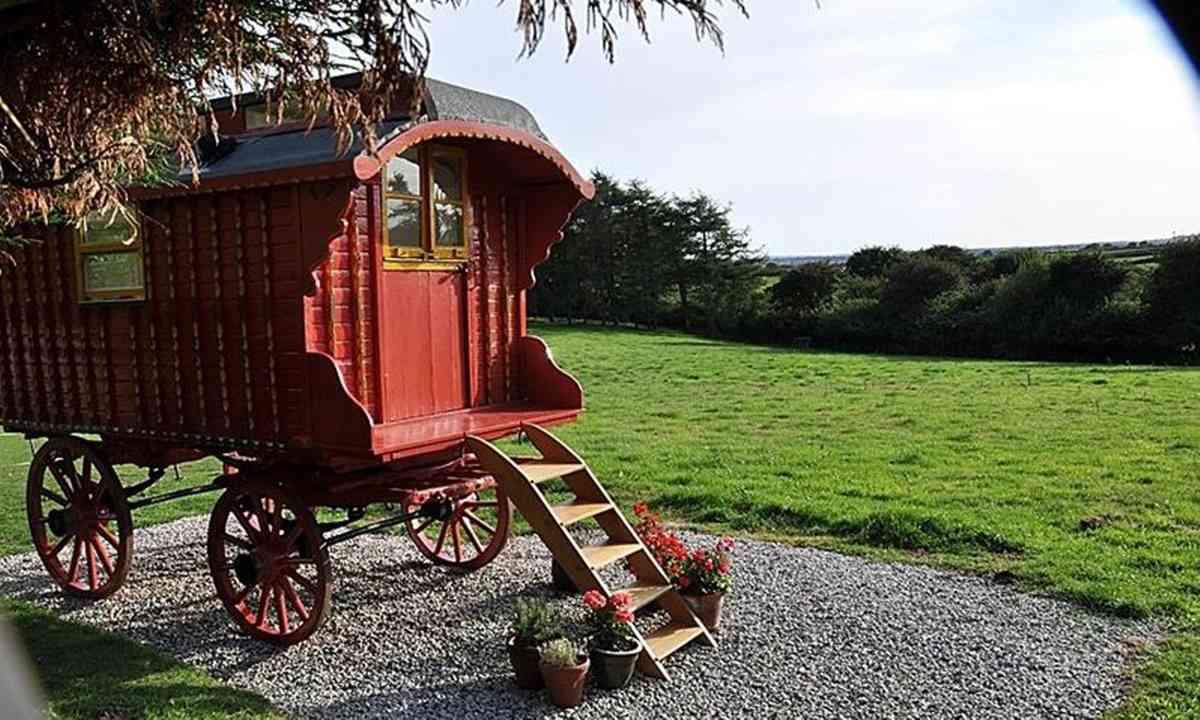 Romany caravan (Classic Glamping)