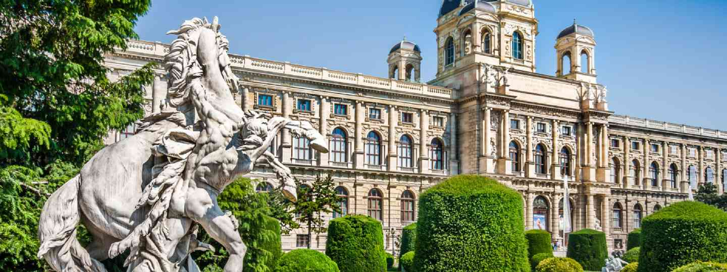 View of Naturhistorisches Museum with park and sculpture (Shutterstock)