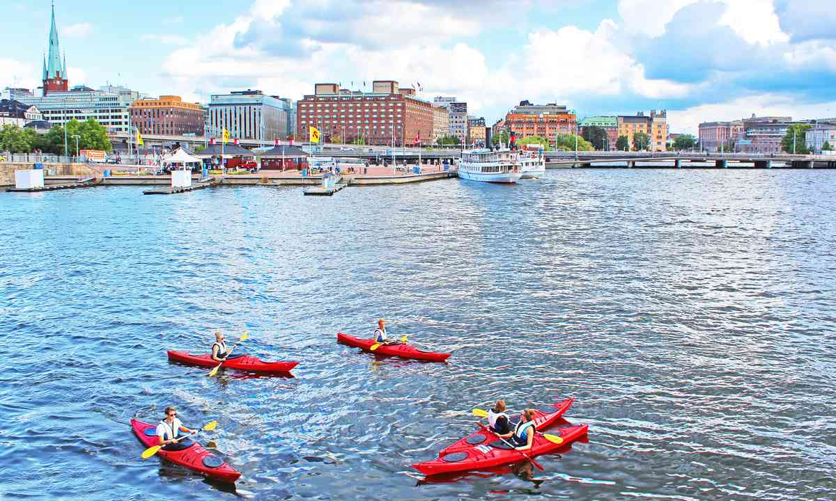 Kayaking in Stockholm (Shutterstock.com)