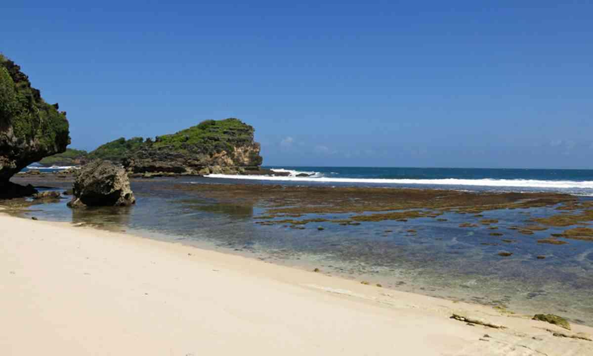 Watu Karung Beach, Pacitan, Java, Indonesia (Rebecca Mayoli)