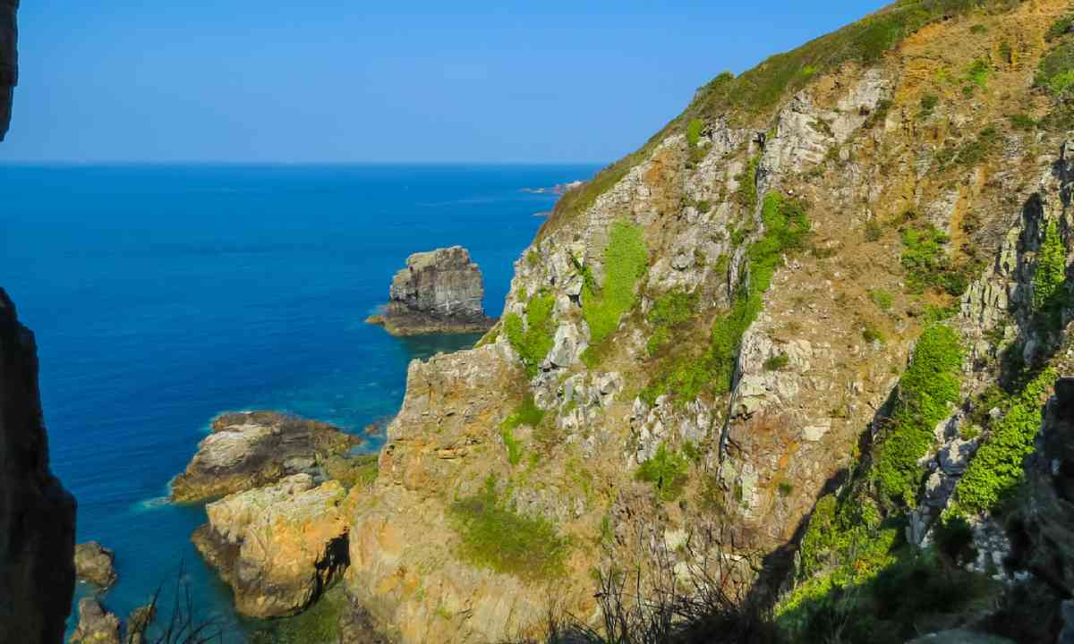 Sark coast (Shutterstock)