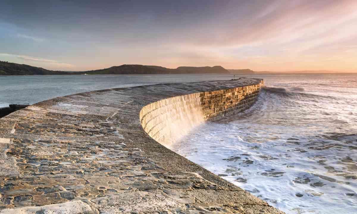 The Cobb, Lyme Regis (Shutterstock.com)